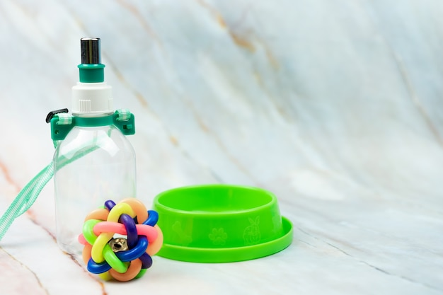 Piłka, miska i butelka z miejsca kopiowania