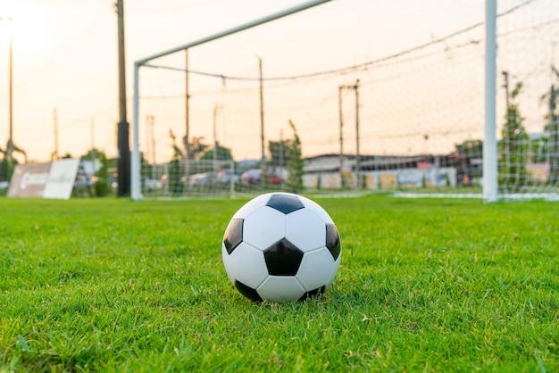 Piłka nożna na boisku