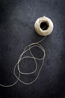 Piłka sznurka na łupku