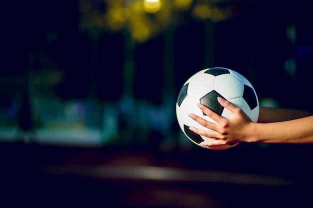 Piłkarz aby ćwiczyć futbolową koncepcję i jest kopia przestrzeń.