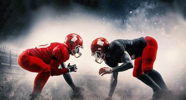 Piłkarze futbolu amerykańskiego w akcji grają na profesjonalnym stadionie sportowym