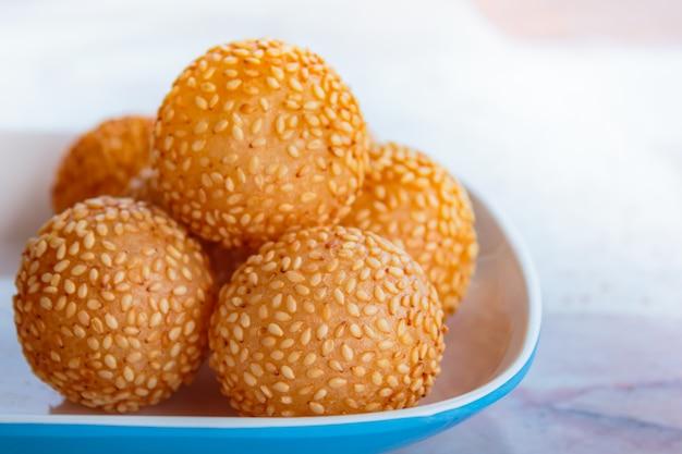 Piłki sezamu, wiele rodzaju tajski deser.