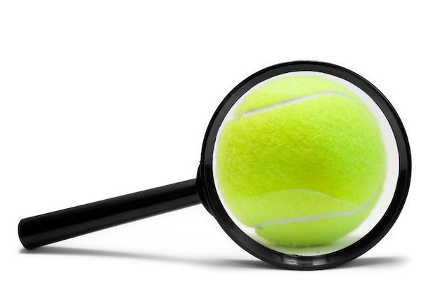 Piłki tenisowe na białym tle