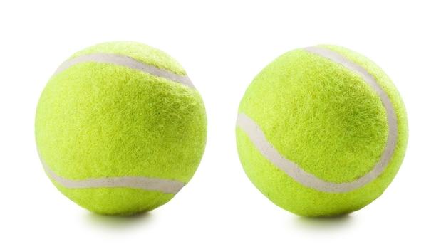 Piłki tenisowe na białym