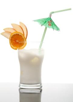 Pina colada - koktajl ze śmietaną, sokiem ananasowym i rumem