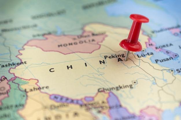 Pinezka oznaczająca lokalizację na mapie chin