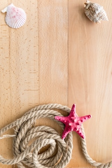 Pionowa rama do podróży morskich na drewnianych deskach z miejscem na kopię