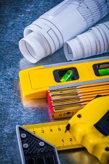 Pionowa wersja narzędzi do prac domowych przy obróbce metalu