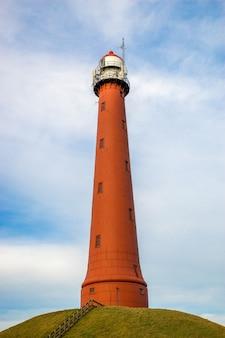 Pionowe ujęcie latarni morskiej i muzeum ponce de leon inlet