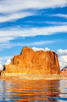 Pionowy widok na słynne jezioro powell, page, usa