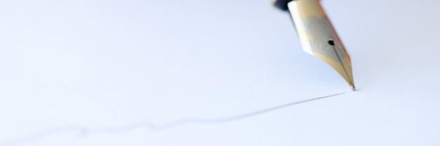 Piórem wiecznym pisz na białej kartce papieru podpisywania umów!