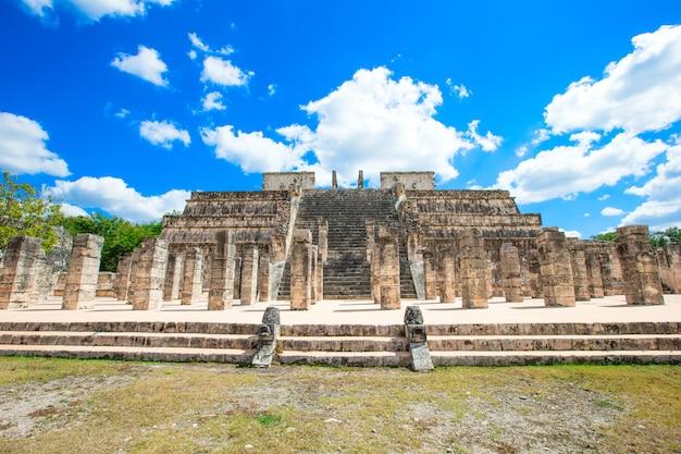 Piramida kukulkan w chichen itza w meksyku