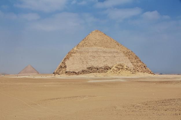 Piramidy w dahszur, sahara, egipt