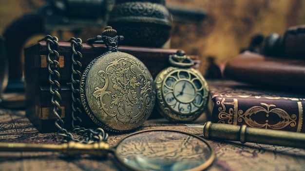 Pirat szkło powiększające i zegarek wisiorek