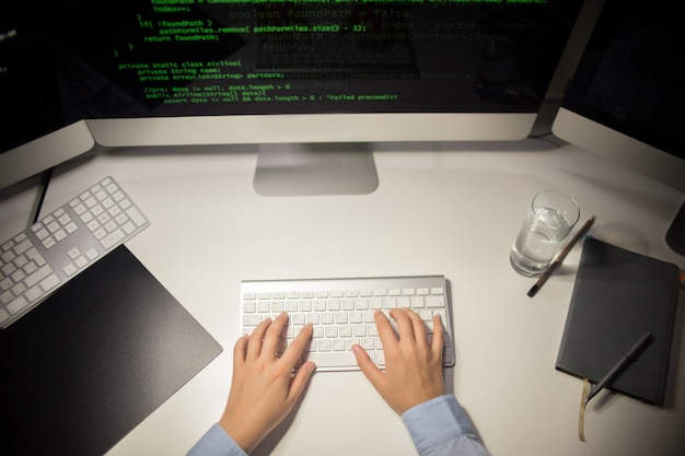 Pisanie kodu w biurze