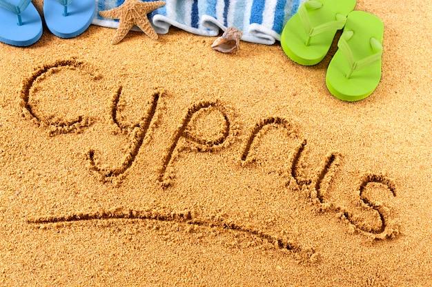 Pisanie na plaży cypru