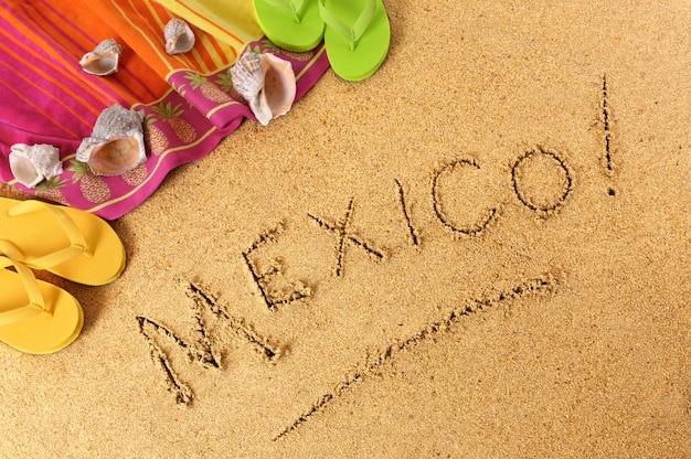 Pisanie na plaży w meksyku