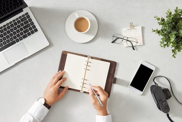 Pisanie notatek notatnik praca