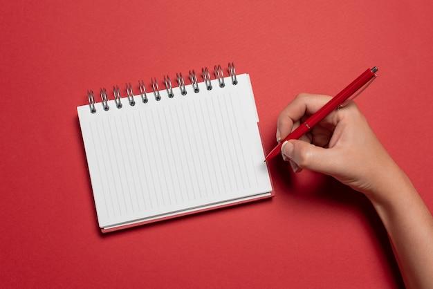 Pisanie nowych pomysłów przekazywanie informacji o wiadomościach robienie ważnych notatek prezentacja pomoc wizualna projekty układu tworzenie pisemnych zapisów listy informacyjne wiadomości