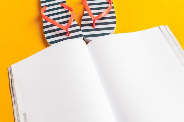 Pisanie pamiętnika summer beach vacation concept