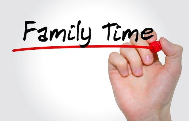Pisma napis family time z markerem, koncepcja