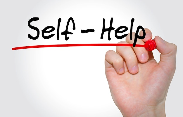 Pisma napis self help z markerem, koncepcja