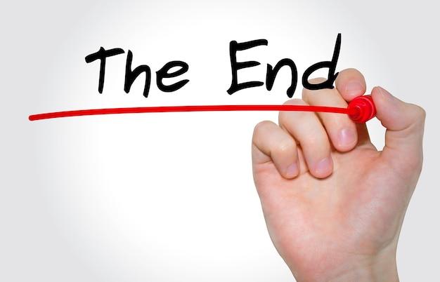 Pisma napis the end z markerem, koncepcja