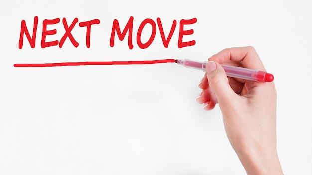 Pisma odręcznego napis next move z czerwonym markerem, koncepcja