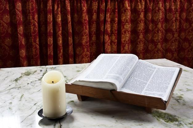 Pismo święte w katedrze w glasgow, napisane w języku angielskim