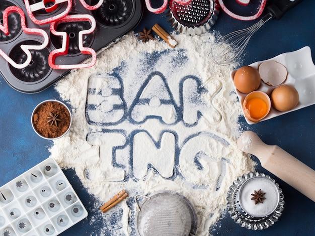 Pisownia listów mąki pieczenie narzędziami i składnikami