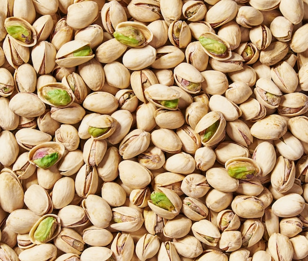 Pistacje z bliska. widok z góry. smaczne pistacje jako tło, jako tekstura pistacji.