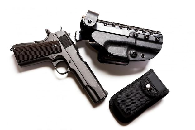 Pistolety i amunicja