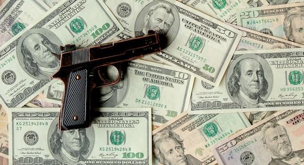 Pistolety w stosunku do dolarów.