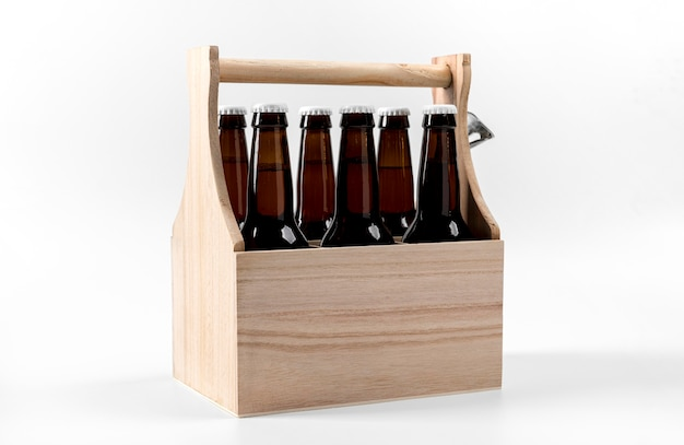 Piwa pod wysokim kątem w drewnianej skrzynce