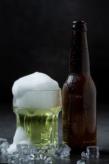 Piwo z chrupiącymi przystawkami rybnymi, światowy dzień piwa.