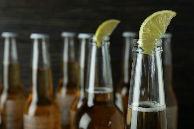 Piwo z wapnem na drewniane, z bliska