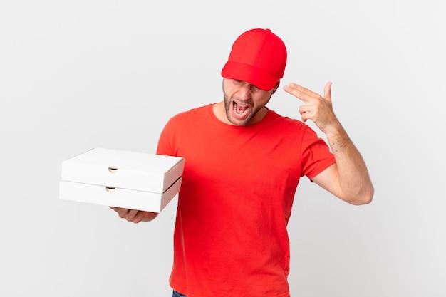 Pizza dostarcza mężczyzny wyglądającego na nieszczęśliwego i zestresowanego, gest samobójczy robiący znak pistoletu