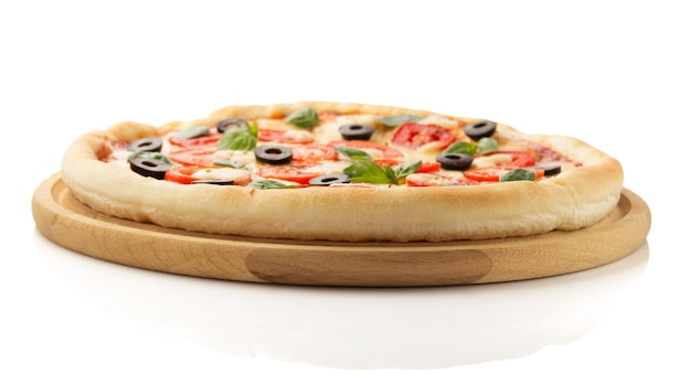 Pizza margarita na białym tle