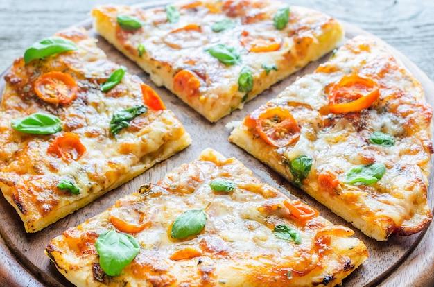 Pizza margherita domowej roboty