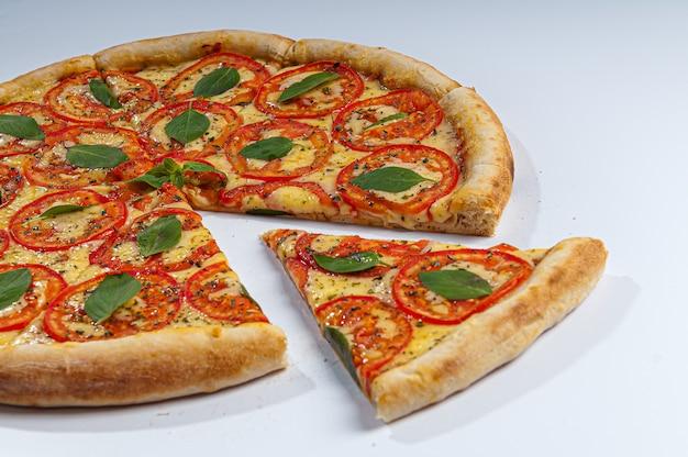 Pizza margherita zbliżenie