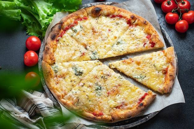 Pizza serowy 4 sery różne rodzaje składnik fast food