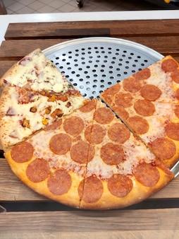 Pizza w trójkątne plastry