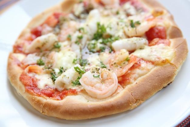 Pizza z owocami morza?