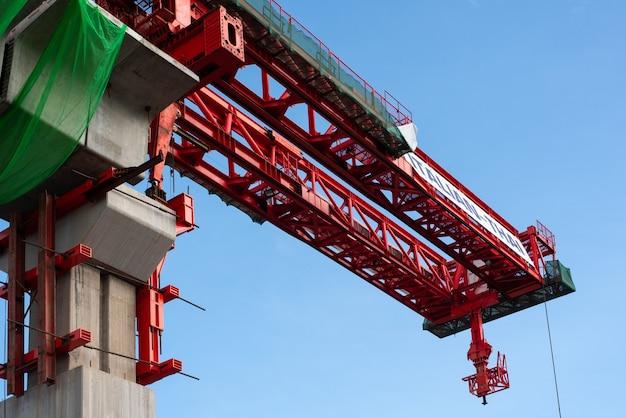 Plac budowy czerwonej linii kolejki powietrznej z bangsue do rangsit to duża infrastruktura