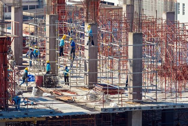 Plac budowy działający na początku nowego budynku