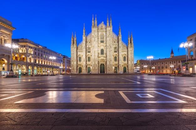 Plac katedralny z katedrą w mediolanie we włoszech