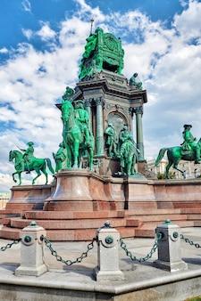 Plac marii teresy.pomniki wielkiej cesarzowej austrii-marii teresy. wiedeń, austria.