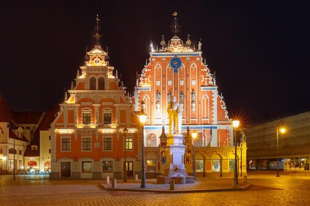 Plac ratuszowy na starym mieście w rydze, łotwa
