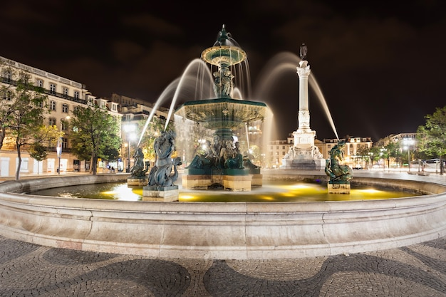 Plac rossio (plac pedro iv) w mieście lizbona, portugalia