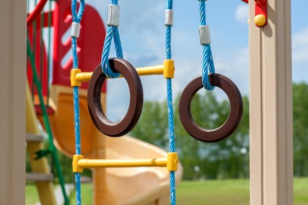 Plac zabaw dla dzieci do uprawiania sportów na świeżym powietrzu